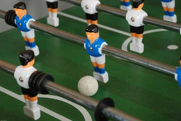 Kickerspieler mit Ball