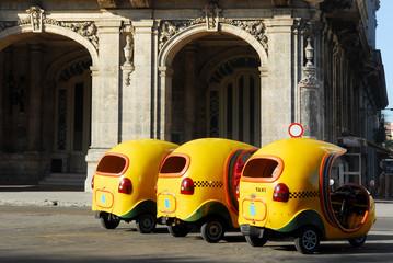 Foto auf Acrylglas Havana cocotaxi for tourist transport in havana cuba