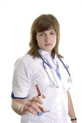 jeune infirmière avec seringue