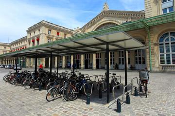 parc de vélos devant la gare