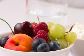 Healthy fruit breakfast_1
