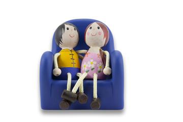 enamorados en el sillon