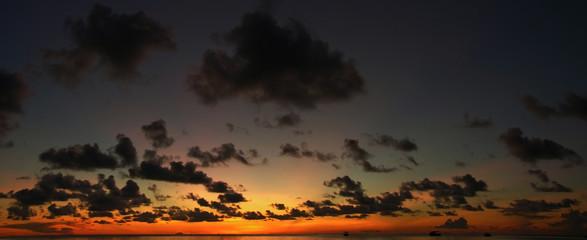 ciel de crépuscule sur l'océan indien