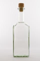 Leere Glasflasche mit Korkstopfen