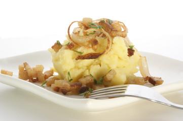 Kartoffelpüree auf einem Teller mit einer Gabel