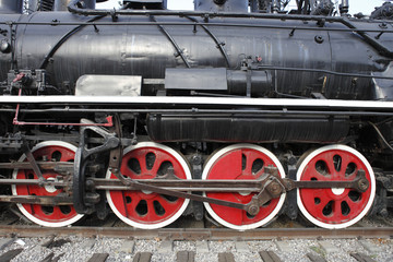 old steam train's wheels
