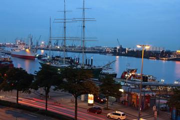 Museumsschiffe am Abend