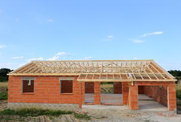 Maison individuelle en construction.