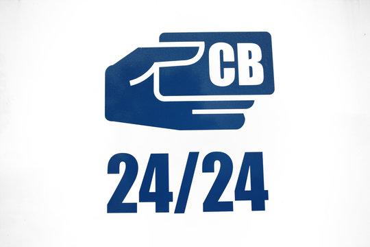 Main et paiement par carte bancaire 24 heures sur 24