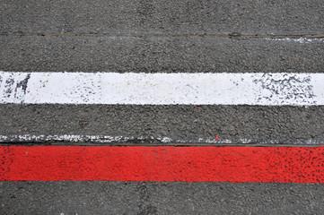 Formel 1 - Markierungen für Start / Ziel auf der Rennstrecke