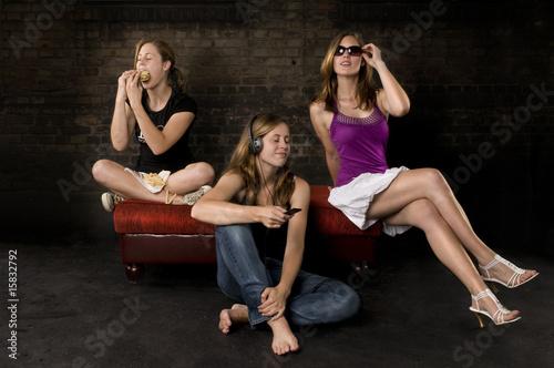 nicht sprechen sehen h ren teil 2 stockfotos und lizenzfreie bilder auf bild. Black Bedroom Furniture Sets. Home Design Ideas