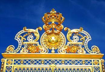 Couronne du roi soleil, haut de la porte d'entrée, Versailles