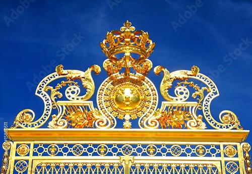 couronne du roi soleil haut de la porte d 39 entr e versailles photo libre de droits sur la. Black Bedroom Furniture Sets. Home Design Ideas
