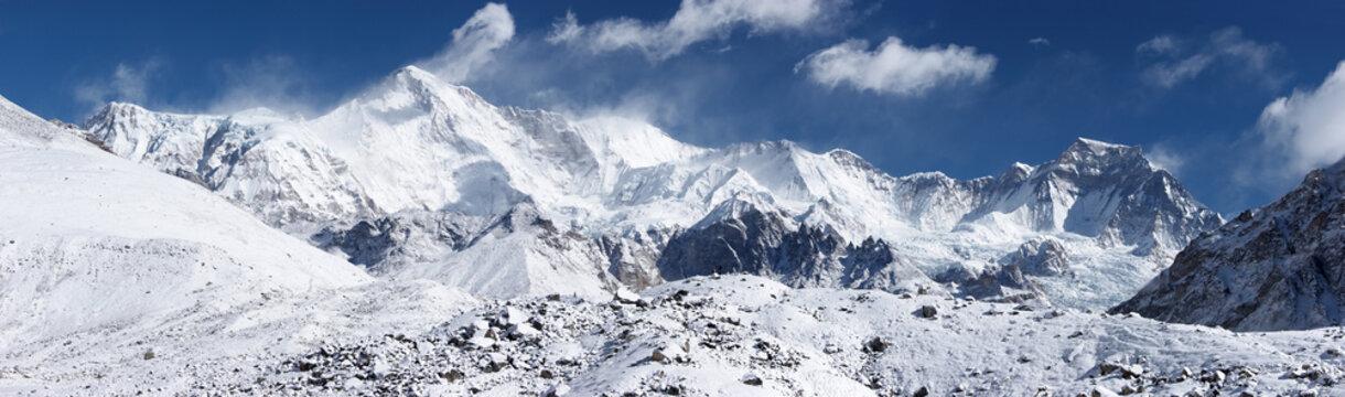 Cho Oyu mountain panorama, Everest region, Himalayas, Nepal
