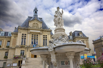 Spoed Fotobehang Fontaine france,normandie,evreux : hôtel de ville et fontaine