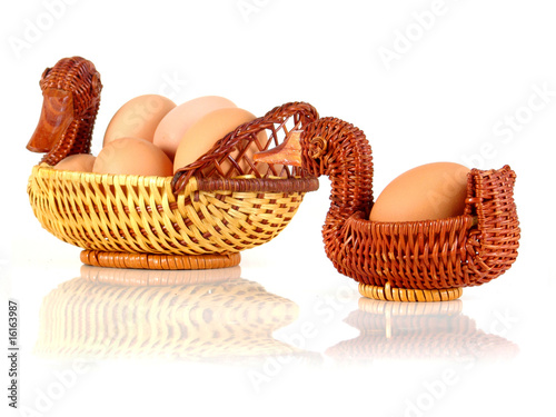 la moitié 2838e f79a6 Eggs in mother duck and baby duck branch basket nb.3