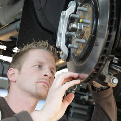 automechaniker kfz werkstatt reparatur