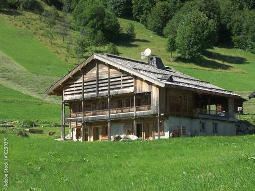 """chalet traditionnel en Haute Savoie"""" photo libre de droits sur la ..."""