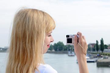 ragazza con fotocamera