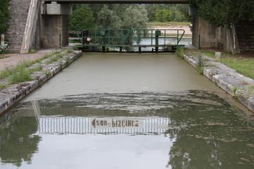 Retenue d'eau sur le canal de Briare