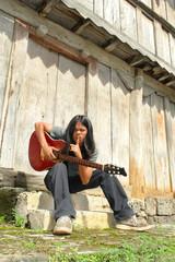 Hushing guitar player