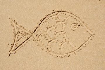 Fisch in den Sand gemalt