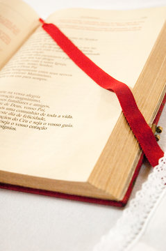 Open bible detail