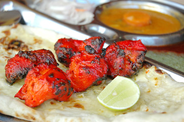 Chicken Tikka set with oven-baked flatbread and sauces