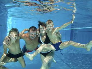 Familienspass unter Wasser