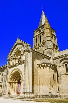 france; charentes-maritimes; Aulnay : église  st pierre