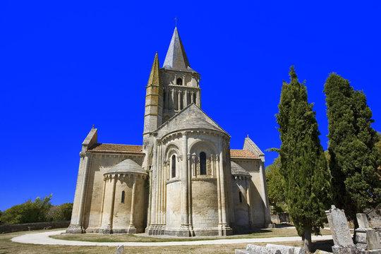 france; charente-maritime; Aulnay : église st pierre