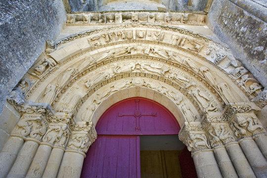 france; charente-maritime; Aulnay; église st pierre : porche rom