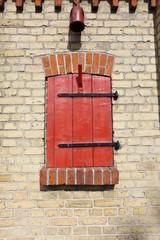 Roter Fensterladen - Red window shutter