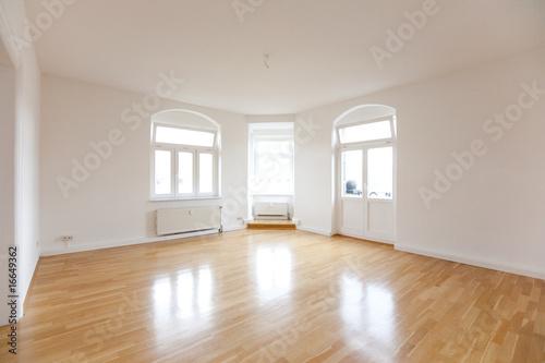 """altbauwohnung wohnzimmer:Wohnzimmer einer leeren Altbauwohnung"""" Stockfotos und lizenzfreie"""