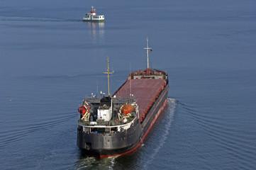 Frachtschiff auf dem Nord-Ostsee-Kanal bei Kiel