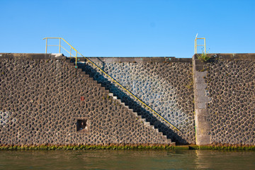 Treppe im Hafen