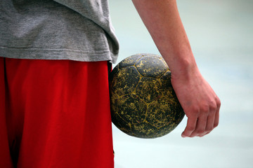 handballspieler mit ball