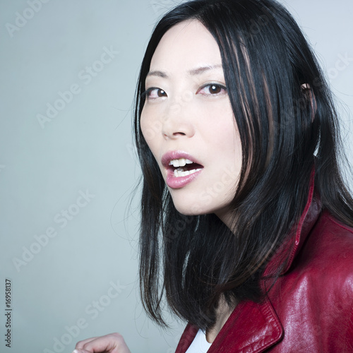 jeune femme asiatique tonn e photo libre de droits sur la banque d 39 images image. Black Bedroom Furniture Sets. Home Design Ideas