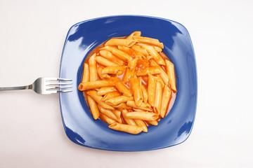 eiernudeln in tomaten mozzarella sauce