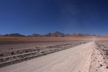Route droite dans le désert vers San Pedro