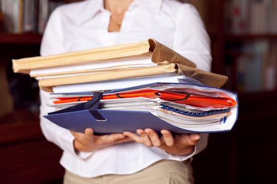 dossier papier administratif affaire signature contrat archive