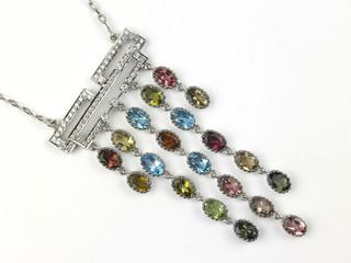 Short chain with gemstone pendant