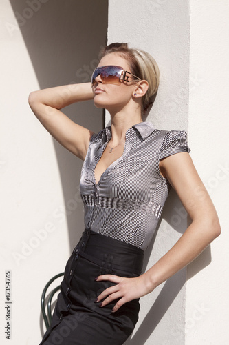 elegante frau in rock und bluse stockfotos und lizenzfreie bilder auf bild 17354765. Black Bedroom Furniture Sets. Home Design Ideas