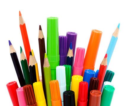Crayons et feutres de couleurs