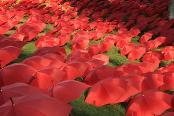 parapluies rouges