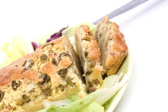 appétissante tranches de cake aux olives