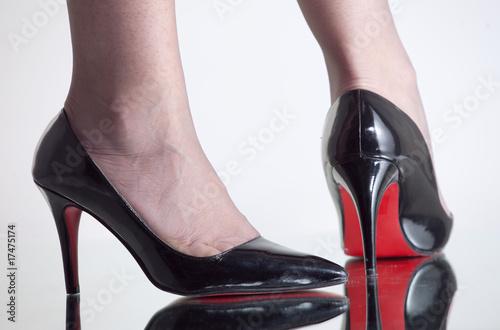 Jambes de femme avec des bas noirs et escarpins photo libre de droits sur la banque d 39 images - Photo jambe femme ...