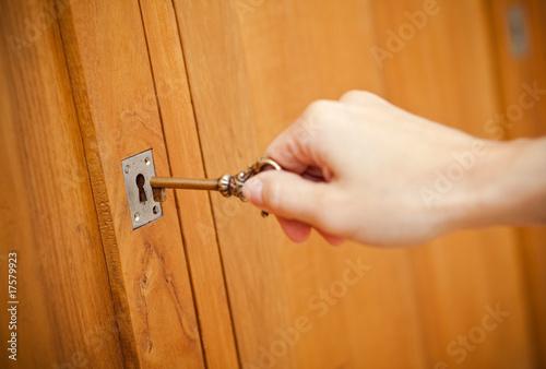 Ouvrir porte cacher secret cl clef serrure meuble photo for Meuble porte secrete