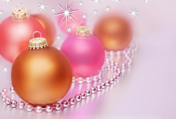 Zarte Weihnachtskugeln