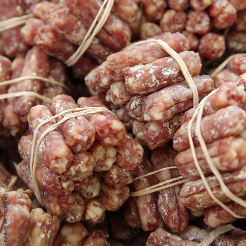 Saucissons secs fagots nature purc porc photo libre - Fabrication de saucisson sec maison ...